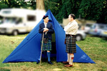 Cabarfeidh speaking to Oag Mackenzie at the Strathpeffer Highland Games.